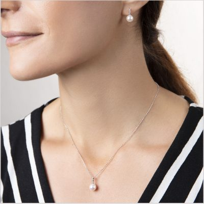 """<span id=""""product-title"""">CLASSIC </span><br><span id=""""product-description"""">FRESHWATER PEARL AND DIAMOND EARRING AND PENDANT SET IN 18CT WHITE GOLD</span>"""