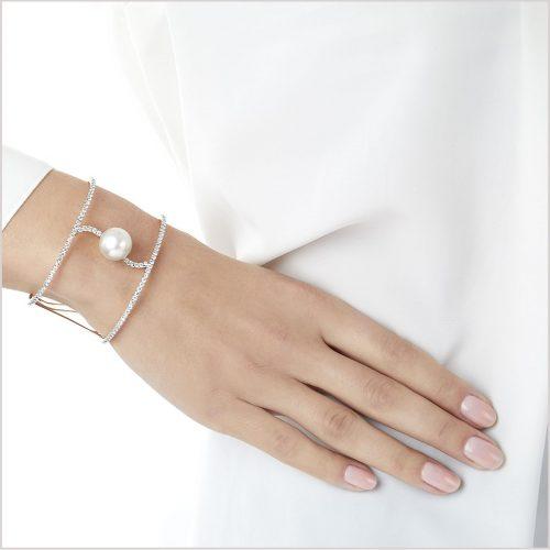 Yoko London Novus South Sea Pearl and Diamond Bangle